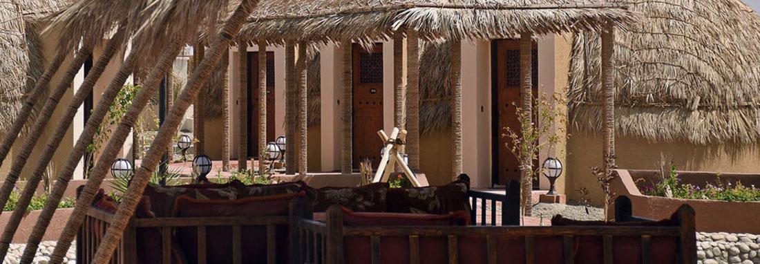 متفاوت ترین اقامت در دل کویر ؛ کپرنشینی را در یک هتل چهار ستاره تجربه کنید ، آرامش سفر در توپ های قلعه گنج