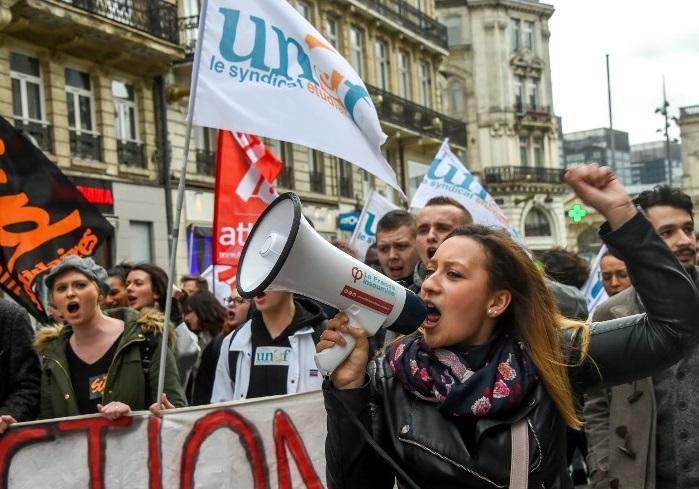 تظاهرات دانشجویان فرانسوی به بی تفاوتی دولت این کشور