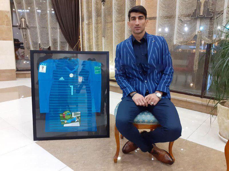 فروش پیراهن بیرانوند به نفع سیل زدگان استان لرستان