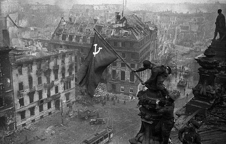(تصاویر) داستان های ناگفته از روزی که هیتلر مُرد